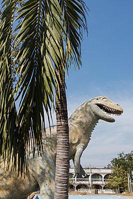 Thailand, Cha Am, Sculpture of a dinosaur - p728m2230482 by Peter Nitsch