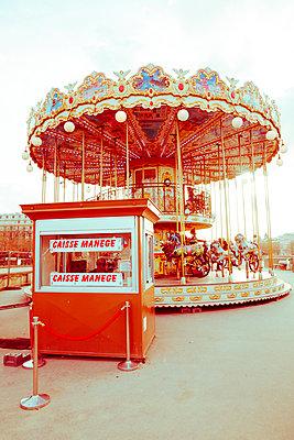 Altmodisches Kinderkarussell in Paris - p432m1217151 von mia takahara