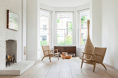 James Wright of Macdonald Wright Architects' home in London. Lower lounge room on the ground floor. - p855m971964 by Graham Jepson