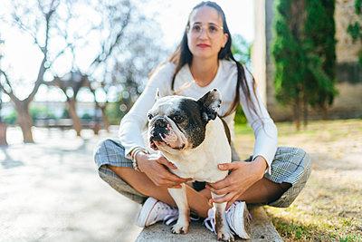 Portrait of dog with woman - p300m2012697 by Kiko Jimenez
