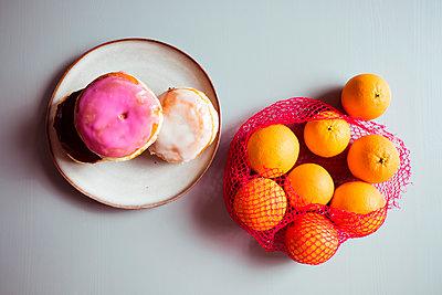 Ungesund und gesundes Essen - p432m1539819 von mia takahara