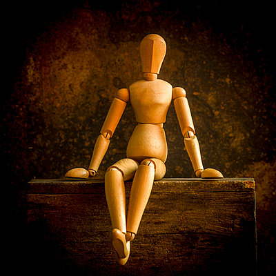 Wooden mannequin - p813m1222299 by B.Jaubert