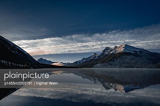 Bergsee in den Rocky Mountains in Kanada - p1455m2203781 von Ingmar Wein