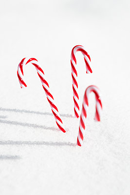 Glossy candy canes - p454m2209965 by Lubitz + Dorner