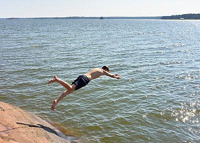 Into the sea - p322m989622 by Kimmo von Lüders