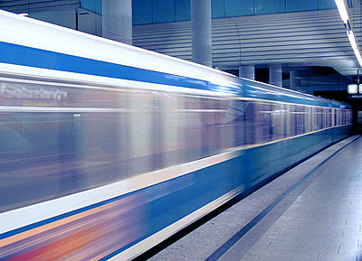 U-Bahnhof - München - Bayern - Deutschland  - p4901507 von Steffen Leiprecht