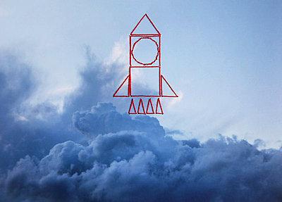 Rakete über den Wolken - p1519m2063296 von Soany Guigand