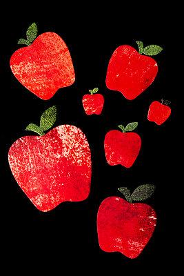 Rote Äpfel aus Papier - p451m2157758 von Anja Weber-Decker