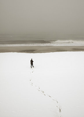 Alone at the sea - p992m791650 by Carmen Spitznagel