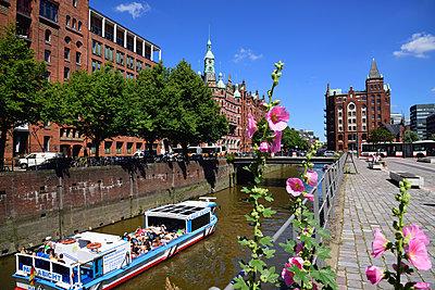 Hamburg, St. Annenfleet  - p324m1201442 von Bildagentur Hamburg