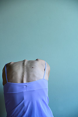 Woman's back - p427m2210315 by Ralf Mohr
