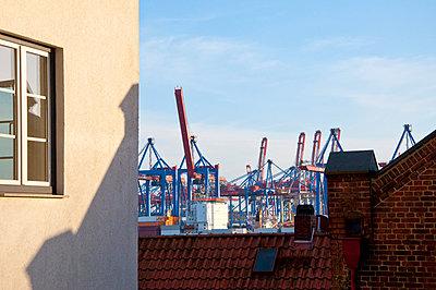 Container harbor Hamburg - p851m1048594 by Lohfink