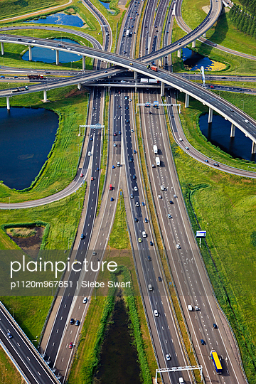 Motorway junction - p1120m967851 by Siebe Swart