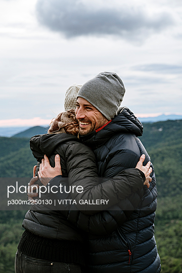 Happy couple embracing each other at viewpoint against sky - p300m2250130 by VITTA GALLERY