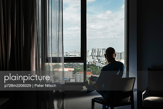 View from a hotel room in Bangkok - p728m2206029 by Peter Nitsch