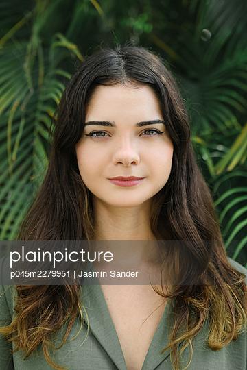 p045m2279951 by Jasmin Sander