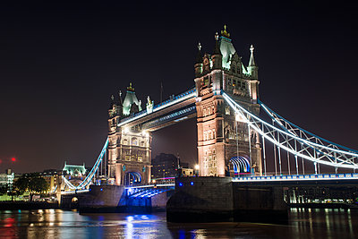 Low angle view of Tower Bridge at night - p1166m1164543 by Cavan Images