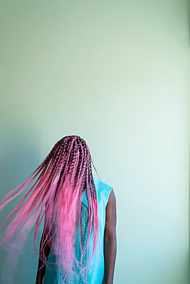 Young african woman with dreadlocks - p427m2089600 by Ralf Mohr