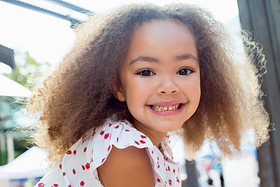 Smiling mixed race girl - p555m1479168 by Inti St Clair