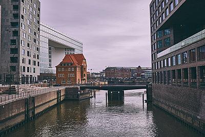 Port city Hamburg, Der Spiegel, Ericusspitze - p1573m2269917 by Christian Bendel