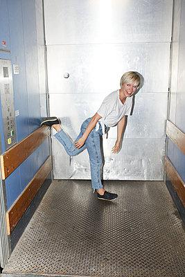 Elevator acrobatics - p276m2115673 by plainpicture