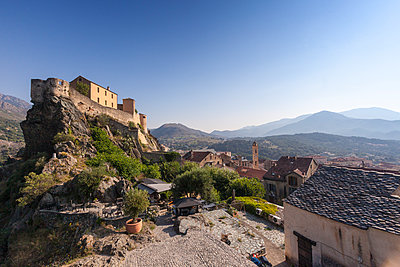 View of the old town of citadel of Corte perched on the hill surrounded by mountains, Haute-Corse, Corsica, France, Europe - p871m1448423 by Roberto Moiola