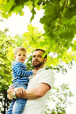 Vater und Sohn - p904m1159695 von Stefanie Päffgen