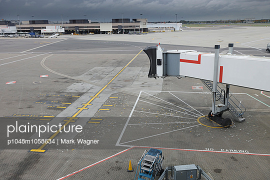 Empty Airport Parking stand - p1048m1058634 by Mark Wagner