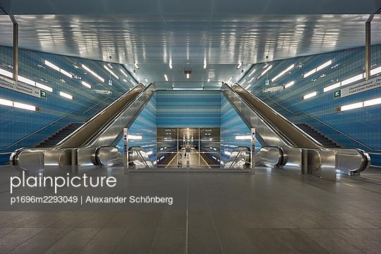 Subway Harbour City - p1696m2293049 by Alexander Schönberg