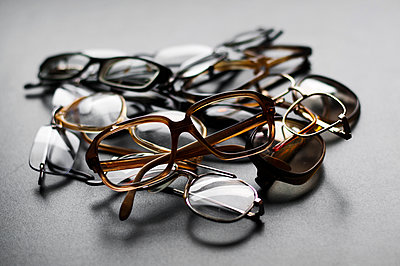Heap of spectacle frames - p1695m2290924 by Dusica Paripovic