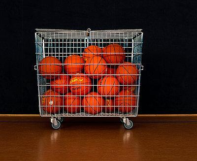 Basketballwagen - p1088m937898 von Martin Benner