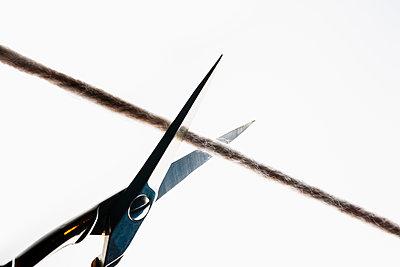 Cut the thread - p1149m2271383 by Yvonne Röder