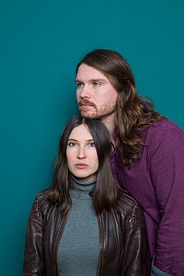 Young couple, portrait - p1621m2264223 by Anke Doerschlen