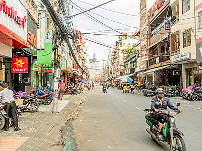 Strassenszene in Saigon - p393m1452289 von Manuel Krug