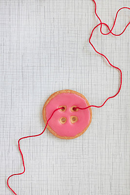 Red thread - p450m966455 by Hanka Steidle