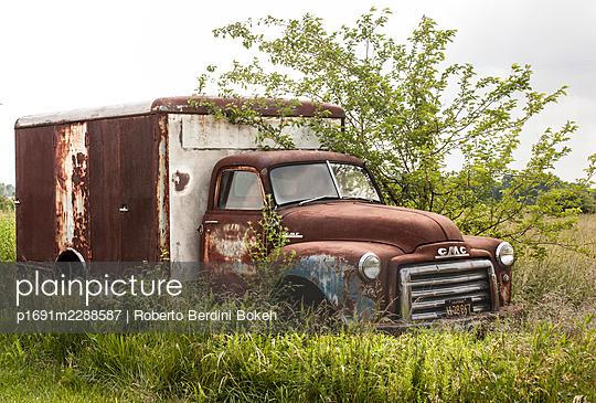 Wrecked cars - p1691m2288587 by Roberto Berdini Bokeh