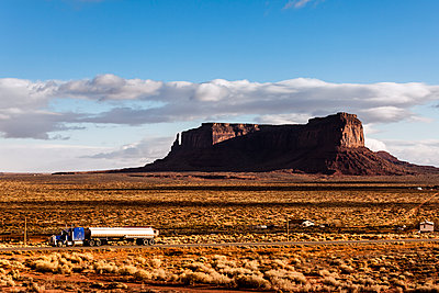 Truck carrying storage tank at Monument Valley against sky - p1094m1209078 by Patrick Strattner