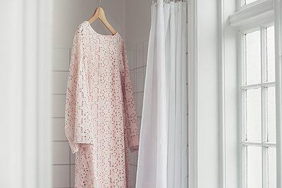 dress hanging in a window - p1323m2015560 von Sarah Toure
