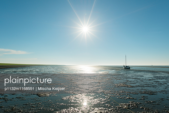 Waddensea summer - p1132m1168551 by Mischa Keijser