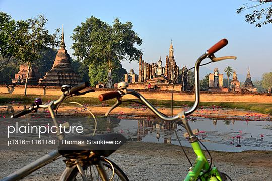 Wat Mahathat, Alt-Sukhothai, Thailand - p1316m1161180 von Thomas Stankiewicz