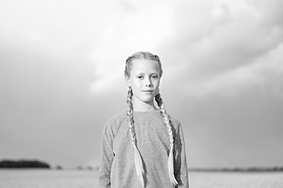 Portrait of girl with pigtails - p552m2100577 by Leander Hopf