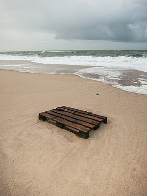 Stranded goods - p930m1200530 by Ignatio Bravo