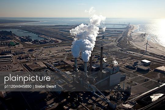 Rotterdam power plant - p1120m945850 by Siebe Swart
