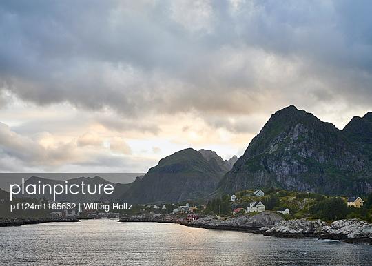 Dorf auf den Lofoten - p1124m1165632 von Willing-Holtz