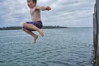 Jumping boy - p1125m918031 by jonlove