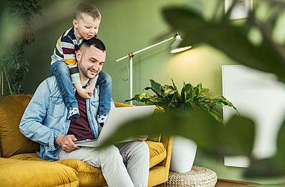deutschland,mannheim,lifestyle,people,family,zuhause - p300m2286943 von Uwe Umstätter