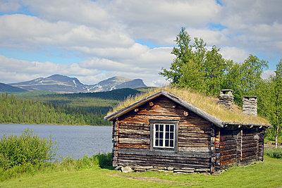 Sweden, Vilhelmina Log cabin at Fatmomakke - p300m927938 by Biederbick&Rumpf