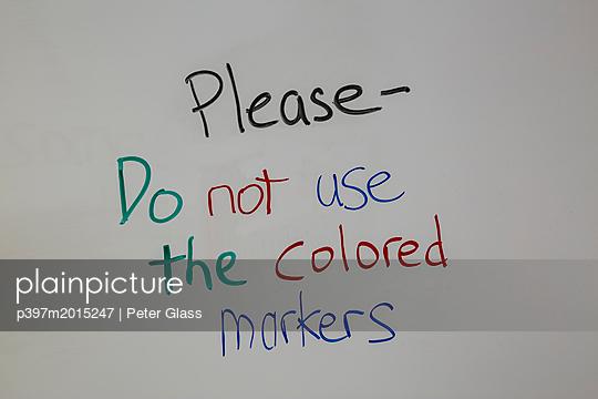 Information, Nicht die farbigen Marker benutzen - p397m2015247 von Peter Glass