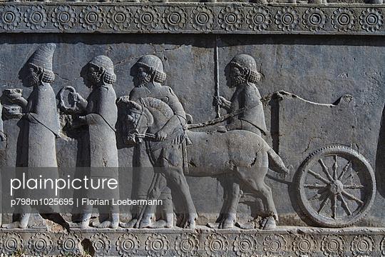 Relief in Persepolis - p798m1025695 von Florian Loebermann