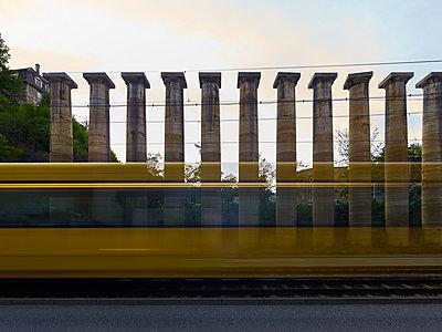Säulen, Bestellt und nicht abgeholt (einst für Germania) - p280m1462694 von victor s. brigola